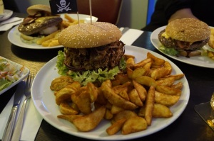 Pulled Pork Burger XL mit Potatoe Wedges