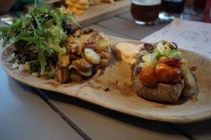 Rumpsteak mit Bratkartoffeln und Beilagensalat