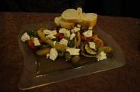 Gemüseplatte vom Grill mit Schafskäse