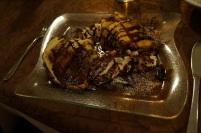 Palatschinken mit Eis, Schokoladensauce und Sahne