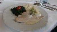 Fisch mit Reis und Spinat