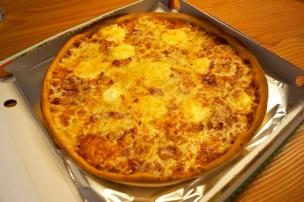 32cm Pizza mit Eiern, Speck und Salami